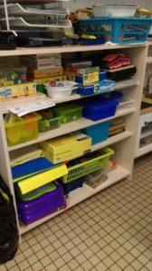 Des étagères pour les enfants et pour les adultes