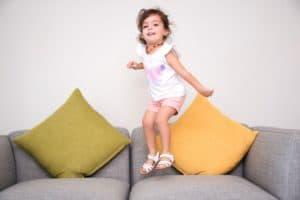 7 Astuces pour calmer un enfant énervé qui court sur place 1